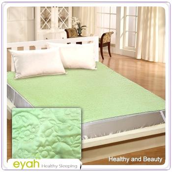 EYAH宜雅 絲緞面立體花紋100%防水雙人加大保潔墊-翡翠綠