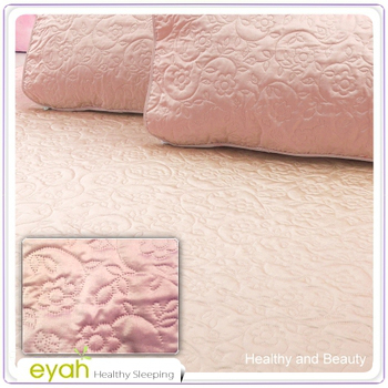 EYAH宜雅 絲鍛面立體花紋100%防水雙人保潔墊三件組(含枕墊*2)-玫瑰粉