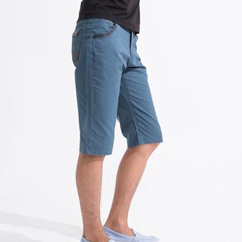 MAKER NET 皮革銜接紐扣可翻折短褲-深藍(32)