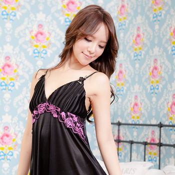 MFN 時尚風情修飾華麗深V連身裙(性感黑)