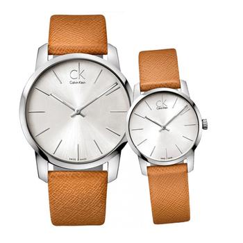 Calvin Klein City 城市都會弧型切面皮帶對錶(銀白/咖啡錶帶-情人對錶)