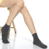 《【KEROPPA】》可諾帕吸濕排汗竹炭保健五趾女短襪(2雙C90009-深灰)