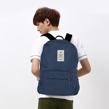 JTourist 輕巧防潑水旅行用可摺疊式後背包(深藍)