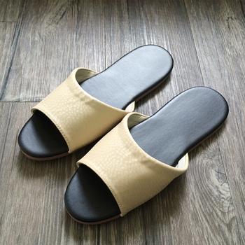 iSlippers 台灣製造-簡約純色皮質室內拖鞋(鵝黃-L)