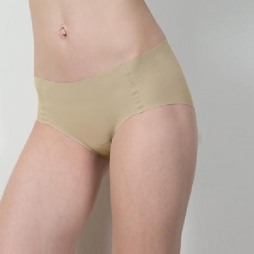 《SOFT LIGHT 舒芙蕾》無痕貼合內褲米色(M)