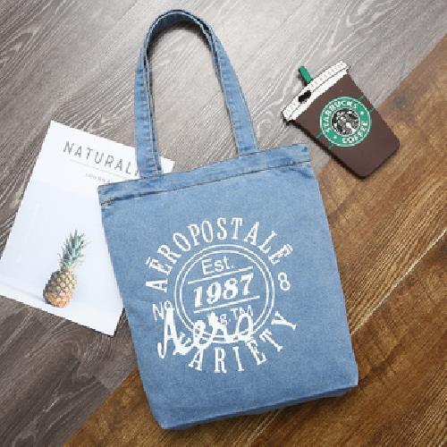 美式復古 淺色1987徽章牛仔袋 購物袋 牛仔帆布包(34*38cm/丹寧色 隨機出貨)