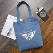 淺色徽章翅膀牛仔袋 購物袋 牛仔帆布包 ((34*38cm/丹寧色 隨機出貨)