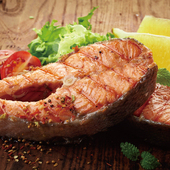 買1送1《欣明生鮮》挪威鮭魚切片~超大(300公克±10%/1片)(*1包)