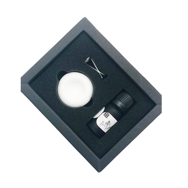 《百年薔薇》珪藻土精油擴香器組-4.5X4.5X1.5cm(精油/珪藻土顏色 隨機出貨)