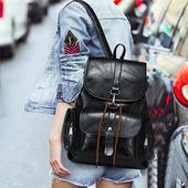《活力揚邑》學院風線紋軟皮革多用大容量休閒雙肩背包(黑)