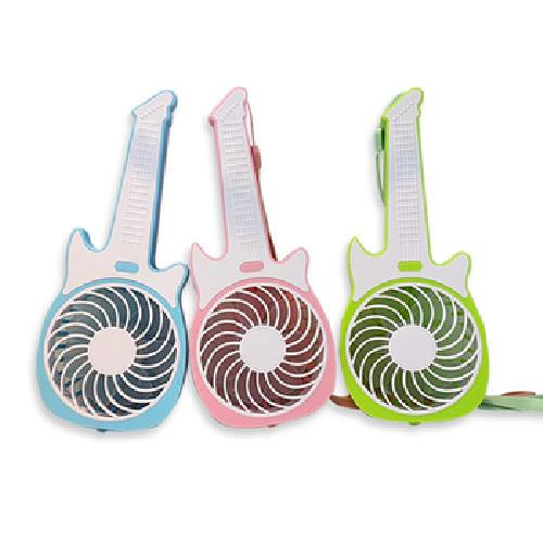 手持吉他造型USB隨身風扇 22x9.3x4cm(綠、粉、藍-顏色隨機出貨)