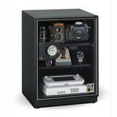 《收藏家》65公升暢銷經典型電子防潮箱(AD-66P)