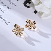典雅珍珠耳環(花型)